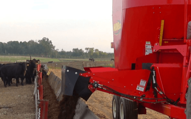 NDEco FS700 Single Auger Vertical TMR Feed Mixer Front Folding Conveyor Feeding Cattle